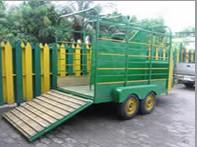 Comprar El remolque para el transporte de caballos