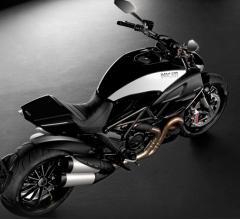 Motocicleta clásica marco Diavel Cromo