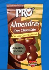 Almendra con chocolate oscuro